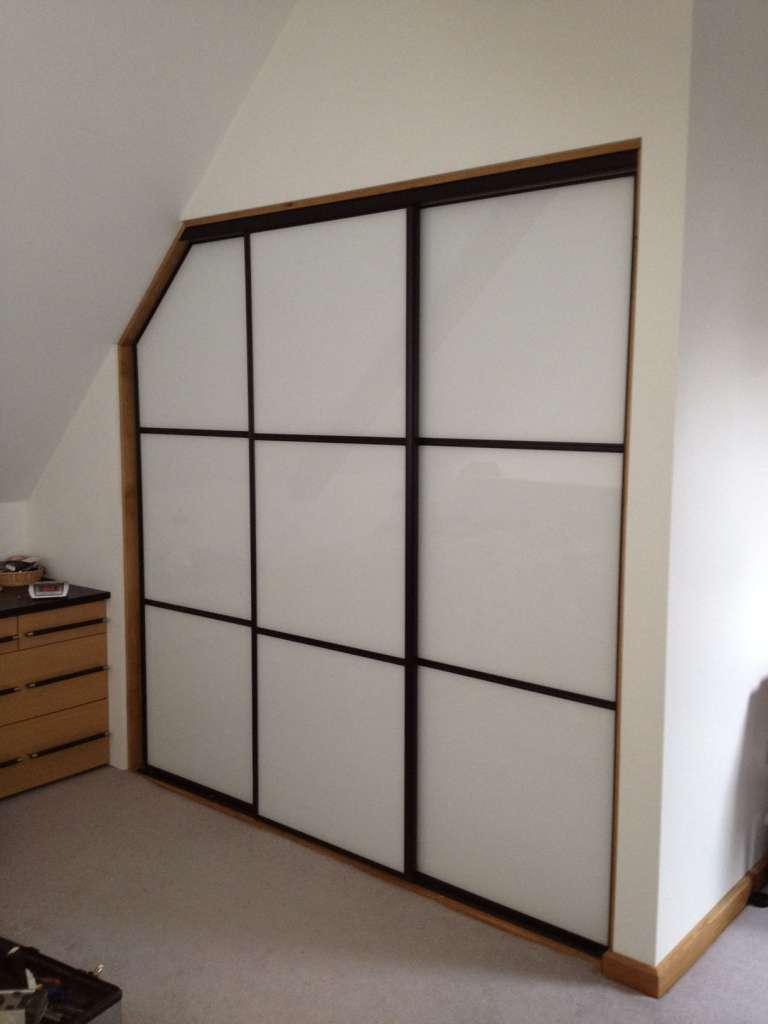 white-oriental-sliding-wardrobe-doors-4